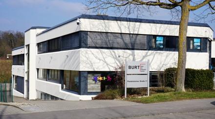 Burt-Gebäude-von-Straße-aus_kleinElektronische und IT-Sicherheitslösungen